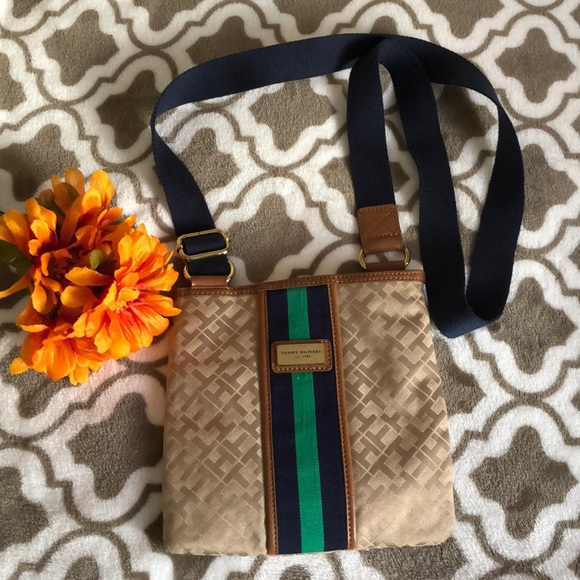 Tommy Hilfiger Crossbody bag in great condition